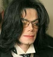 色 肌 マイケル ジャクソン の