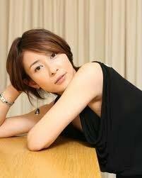 水野美紀さん、篠原涼子さん、でしょうか。  追記: 切れ長か微妙ですが、りょう さんも。