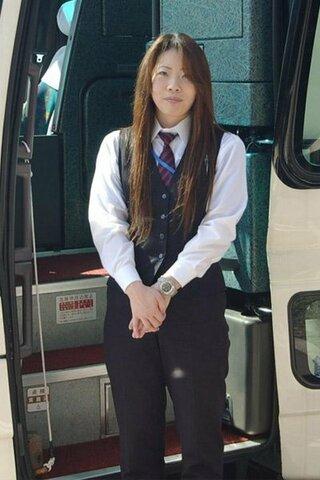 下の画像のようなバスの運転手さんは全国の至る所にいます。