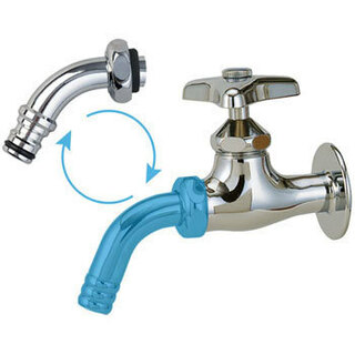 ストレート蛇口じゃ漏れるでしょうね。  散水用のアダプターが入る蛇口パイプがあるんです。...