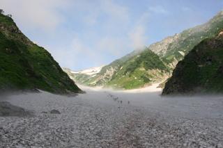 静岡県から自然体験という事であれば、立山黒部アルペンルートと黒部峡谷のトロッコ列車かな。立山雄山山頂に行くのもあり...