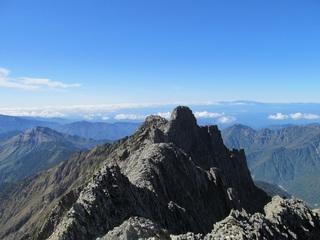 私が登った時は、奥穂からジャンまで約35分くらいでした。...