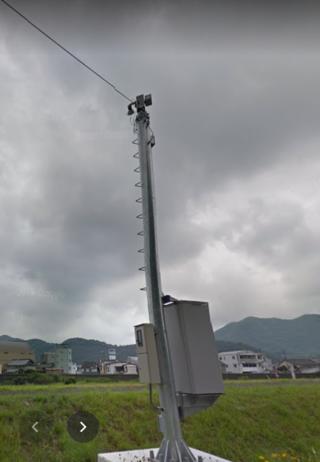 コレは柱自体が配電用ではないので厳密には電柱ではないですが...