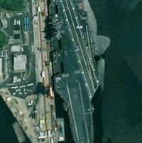 Google Earthで横須賀基地みたらこんなでがブツがありました。 この空母の名前を教えて頂けないでしょうか。