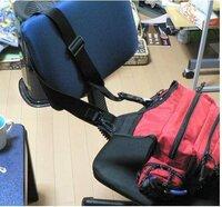 LCC ピーチの手荷物ですが、 規定には   「身の回りの品(ハンドバッグ・カメラ・傘など)のほか、お一人様1個まで手荷物のお持ち込みが可能」とありますが、   画像のような、カメラと財布と手帳を入れるための①ショルダーバッグは 「 身の回りの品 」 には含まれるでしょうか?   やっぱり無理がありますかね?どこまでが身の回りの品か・・・・・②ウエストバッグもどうでしょうか・...