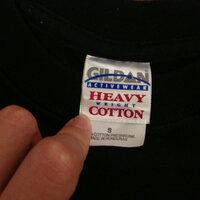 アイアンメイデンのTシャツについて  古着屋さんでアイアンメイデンのメタルTシャツを購入しました。 こういう有名どころのバンドTシャツだと非正規の物も多く出回っていると思うのですが、 これは正規品なの で...