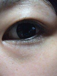 目つきが悪いです。つり目というかネコ目というか...とにかく目つきが悪くて睨んでいるような目です。自分としては睨んでいるつもりはなくても「今睨んだ?」と言われてしまいます(泣)そのために印象も悪くなって...