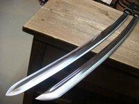 日本刀に詳しい方、お願いします。平家の守護刀、小烏丸について。 (小烏丸ってなに?って方は、回答ご遠慮ください) 以前から、小烏丸の使い方について、不思議に思っていたのですが、使い方について解説を見...
