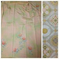 引き続き着物について。 前回の着物は派手でしたが、こちらは大人しめの付下げです。 淡いピンクと淡い黄緑のグラデーションです。 椿の周りが金糸で縁取ってあります。 帯とは合ってますか?