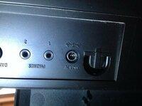 電子ピアノのDc12v電源の元が壊れました。。。 先日、6歳の娘が突然ピアノの音が出ないと言い出し、見てみるとコンセントとピアノをつなぐピアノの方(画像)が外れていました。差し込んでも入らずどうなってしまったの かもかわからず、どうやら壁にピアノを押し付けたらピアノに差し込んでいた電源の元?が外れ中が割れているように思えます…メーカーのコルグに問い合わせると1万5.6千円の修理代と送料だそ...