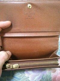 ルイヴィトンの財布を中古で買うのですがこれは本物でしょうか?  また買うとしたら何円ぐらいが妥当ですか?  お願いします。