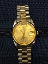 このロレックスの時計本物かわかりますか? 金メッキぽいのですが...