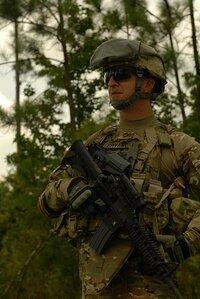サバゲーで アメリカ陸軍特殊部隊の装備にしようと思うのですが  この画像の装備を真似しようと思います 約何円かかりますか? (銃無し)