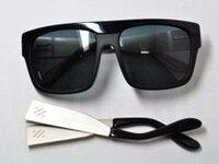 このサングラスどこのブランドか わかりませんか?教えてください! お願いします! コイン100
