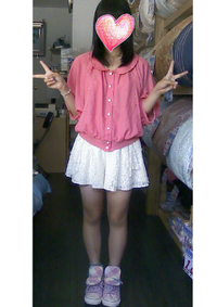 16歳です。 今度男女4人で ボーリングに行くことになりました。  この服装で大丈夫でしょうか。