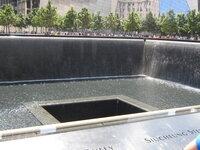 ニューヨークに行ったときに、WTC跡地に 行ったのですが、ここにもビルが建設されるんですか?  既にワンワールドトレードセンターが建設されましたが。
