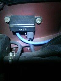 BNR32のパーツについて教えてください。 ボンネット内の運転席側のワイパーの下あたりに付いているこの黒いセンサーはなんという名称なのでしょうか?教えてください。
