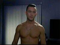 ハリウッド男優で一番身体がセクシーでホットな俳優って誰ですか?  私は最近Joseph Gordon-Levittだと思います。 いい感じに脂肪もついてて、かっこいいと思います。