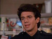 80年代のハリウッド俳優でイケメンな人教えてください! 私はadrian zmedがかっこいいと思います!