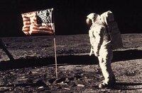 アームストロング船長が月面で、「あれは何だ!?」と言った対象物って結局何だったんですかね?