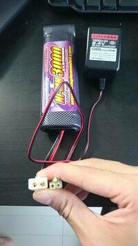 エアガンの充電器がミニ用のものでラージバッテリーを充電できるようなコネクターありませんか? 画像ものせておきます。