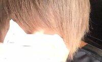 髪型 髪色 美容院  質問です! この画像の様な色って  ミルクティーアッシュですか?  美容院に行った時、この画像をみせる つもりなんですが  これはなんて言う色って感じですか 解決お願いします!