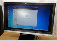 PCに詳しい方に聞きます。  画面が黒枠に囲まれてフル画面にできません・・・。 デスクトップ画面上で右クリック「プロパティ」「設定」「画面の解像度」の方法では全く解決しません  どうすればなおるのでし...
