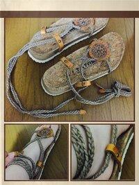 TATAMIのサンダルをはきたいのですが、履き方、麻紐の結び方がわかりません。 貰い物なので箱や詳細などがわからず、、、。 写真にあるように、硬めの麻紐がかなり長いので、足首に巻くのはわ かるのですが、紐を結ぶのか、紐と紐の間に挟むのか、右下の画像の茶色い部分に紐の先がギリギリ通るのでそこに入れるとか、わかる方いらっしゃったら教えていただきたいです。  TATAMIに問い合わせたら教...
