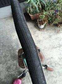 自転車のタイヤの歪みについて  今日自転車に乗っていたら規則的に振動を感じ、調べてみたところ画像の通りになっていました。  明日の朝一で修理に行く予定ですが、少し手持ちに余裕が無い 為、だいたいの費...