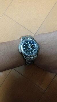 この時計はダイバーズウォッチなのですが、スーツでこれをつけていたら変ですか。