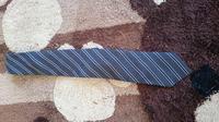 今度公務員面接にいくのですが、このネクタイってどうですか?やはり青とか爽やかな明るい色の方がいいですか?