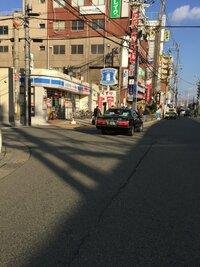 このタクシーどこの会社のタクシーはわかりますか? 場所は大阪です。 今朝ぶつかられました。
