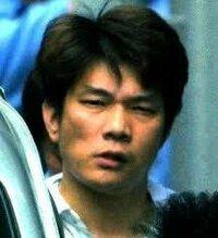 2001年の大阪教育大学付属池田小学校殺人事件の宅間守被告(2004年に死刑執行済み)は、ダウンタウンの松本人志or浜田雅功と小学校が一緒だったって本当ですか? 注.この男(↓)です。