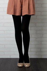 女の子に質問   タイツさえ穿いていれば脚は寒くないんですか? この一年で最も寒い時期に  上半身はウールコートやらダウンジャケットやらで  しっかり防寒しているのに、 下半身はミニスカートにタイツと...