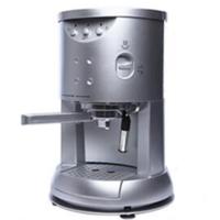 コーヒーにお詳しい方へご質問です。  私は最近コーヒーに目覚めてきました。 いつもは日常の生活の中で時間がないのでインスタントコーヒーですましています。 でも、時折り本格的なコーヒーを味わってみたいとも思うようになってきました。  ここで質問です。  1.コーヒーマシンで挽いたコーヒーは、やはりインスタントコーヒーとは味が違うのでしょうか。 それとも、気のせいだけで実際上は味...
