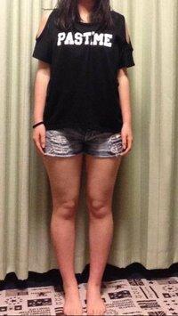 こんな太い足でショートパンツを履いて歩いていたらみっともないですか? アメリカに行く時に履こうと思ったんですけどアメリカ人は足長い人が多いと聞くので日本人なのにこんなの履いてたら笑われますか?