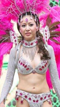 日本の女性サンバダンサーに対し「露出狂女」「痴女」「変態女」「風俗嬢」「売春婦」「欲求不満女」等と中傷するコメントを見かけますが、許せません。彼女達はみんなを幸せにするために一生懸命踊り笑顔を振り...