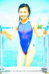 この小島瑠璃子の写真って、誰かが意図的に水着を透かしていますよね? どのように透かすのですか?僕もいろんな芸能人の水着を透かしてみたいです。