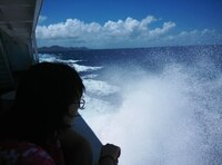 高速船が全便欠航しました。 幸い、フェリーは運航したので、旅程への影響は ほとんどありませんでしたが、この程度の波でも、 高速船は運航できないんですかね。 因みに、慶良間諸島の座間味島と那覇の泊港の間の 定期航路です。 この日は、台風10号の影響を受けていたようです。