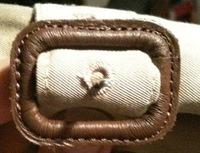 布で作ったベルトの 穴は、これはボタン穴を手縫いで作る 要領でするのでしょうか?