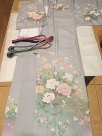 着物 着用時期 季節について  画像の訪問着ですが 牡丹、椿、アヤメ、梅が描かれています。  春は可能と思われますが 冬 12月パーティーに着用可能でしょうか。 教えて頂きたくよろしくお願い致します。