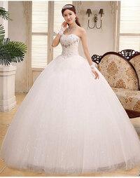 結婚式でウエディングドレスを着た経験がある女性に質問。  ウエディングドレスのスカートの下にどんなパンツをはいていた? . ウエディングドレスのスカートと言えば、この画像の女性の様に、 大きくフワッとふくらんで、すごく大きくボリュームがありますが、   自分自身の結婚式&披露宴の時、あなたが着ていた ウエディングドレスのスカートにはボリュームがありましたか? そして、あなたは...