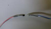 ナカバヤシのシュレッダーを修理をしようと思っているのですが、裁断用紙を投入した際に電源をONにするセンサーの部品名が分からず困っています。 添付した写真で品名が分かる方いらっしゃいますか? センサーは...