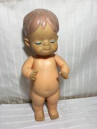 ソフビ人形について質問します。 こちらの人形の名前など詳細がわかる方いらっしゃいましたら宜しくお願い致します。
