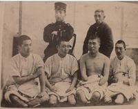 八甲田山の雪中行軍で乙武さんのような体になってしまった人達は、国が最後まで面倒見てくれたんですか?
