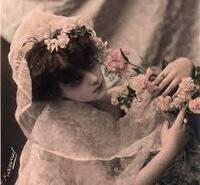 〃美しい女性〃を思い浮かべる曲を紹介して頂けますか。 「Beautiful Girl」George Harrison https://youtu.be/pMLv6H7b2v0  「君は薔薇より美しい」布施明 https://youtu.be/0HV8sgLoPHs  ☆一曲でお願いし...