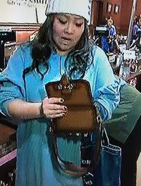 やすよともこのともこさんが使っているお財布バッグはどこのものかわかる方いらっしゃいますか? とてもかわいいので同じものが欲しいのですが、どこのものかがわからず困っています。 よろし くお願いします。
