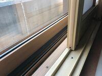 樹脂サッシに窓用エアコンをなんとかしてつける事は出来ませんか? うちの窓のサッシは、なんとか樹脂 というのでできていてアルミではないので、窓用エアコンが重くて割れてしまうので設置出来ないと言われまし...