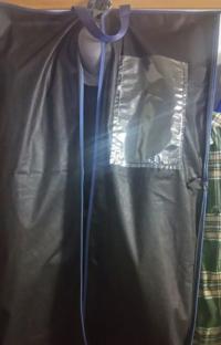 スーツカバーの右上についている透明なポケットは何のためにあるのでしょうか。 どのような使い方をするのでしょうか。 あと、スーツカバーは被せていた方が良いのでしょうか。