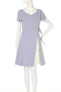 このワンピースにボレロを合わせて結婚式に行きたいと思ってます。 ボレロは何色が合いますか? ブランドはJILL by JILLSTUARTです。